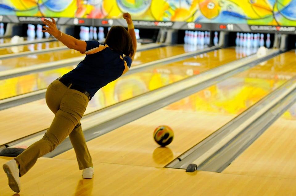 Quelle boule de bowling choisir pour un débutant ?