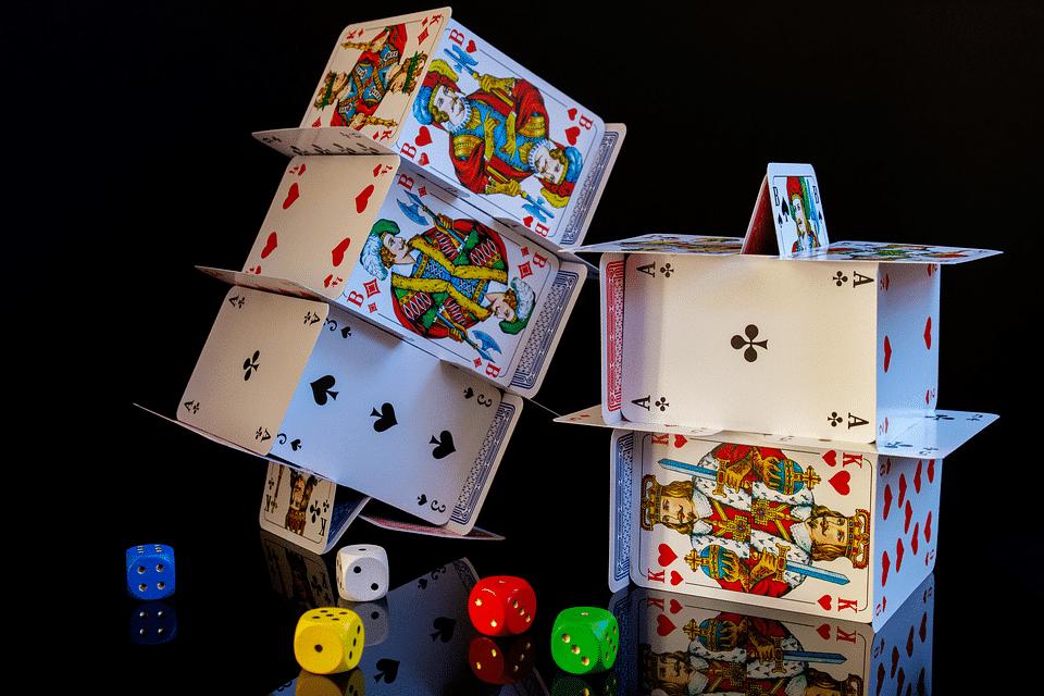 Règle du jeu de la belote classique : comment jouer ?