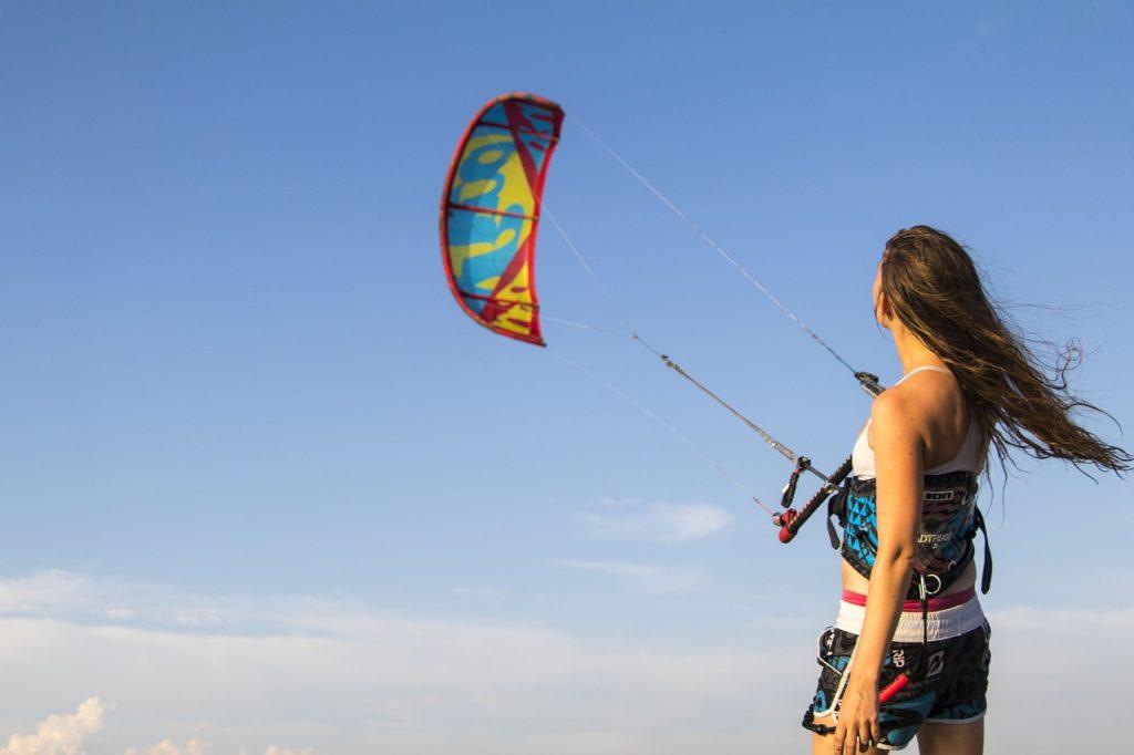 Kitesurf pour débutants : 5 étapes essentielles pour une progression ultra-rapide