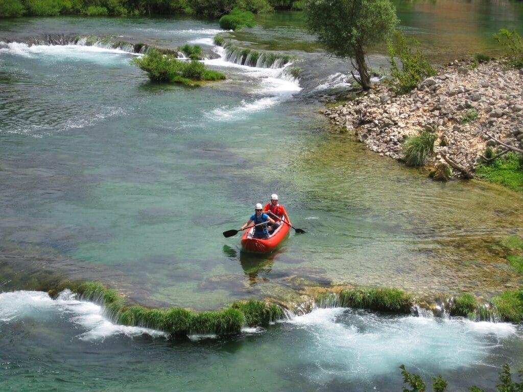 Kayak gonflable vs kayak rigide: avantages et inconvénients