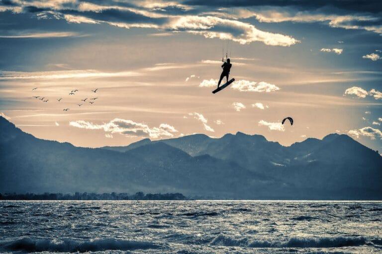 Les meilleurs plans d'eau en France où apprendre le kitesurf